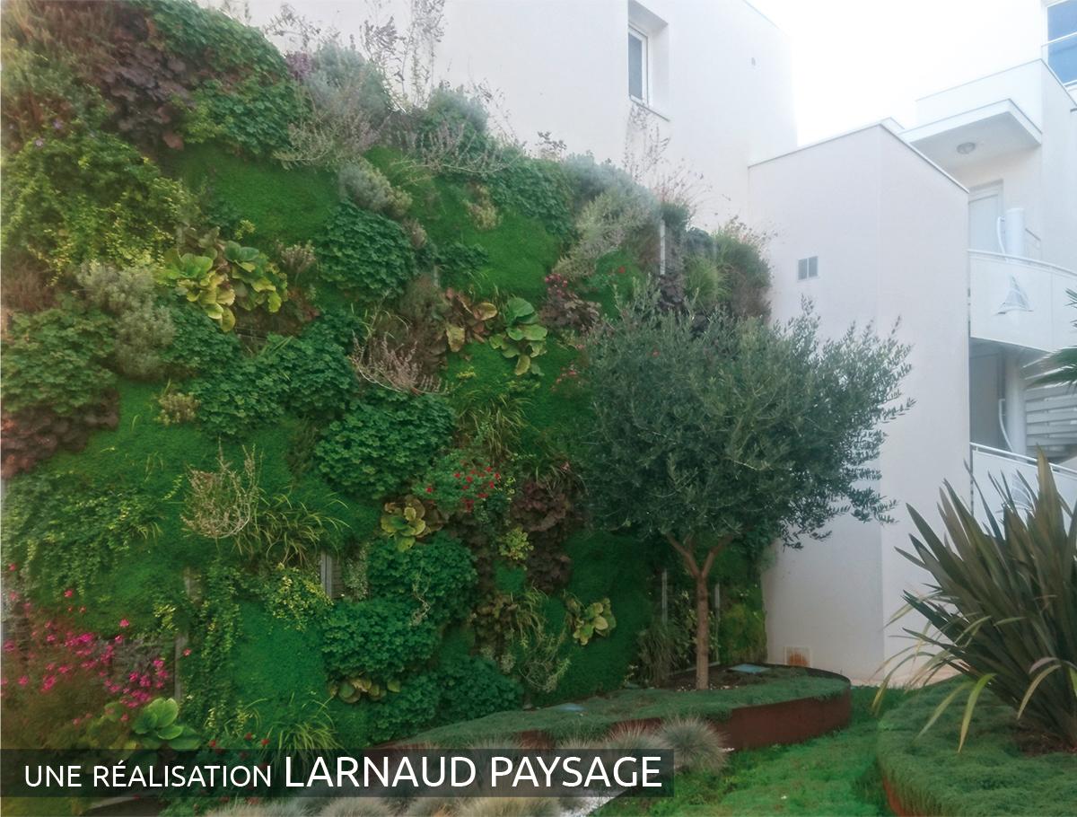 Mur végétalisé d'un ensemble immobilier - Charente Maritime -