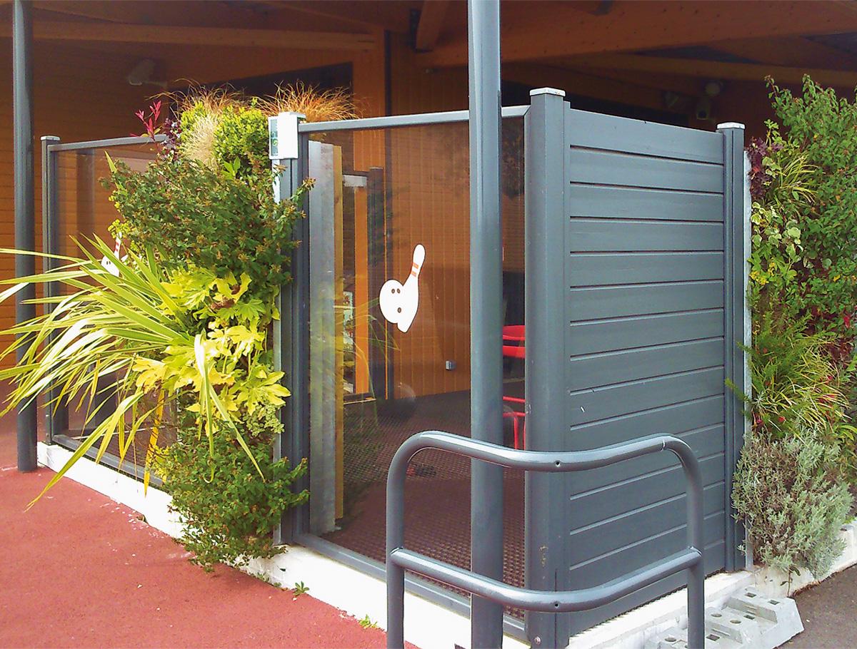 Mur végétalisé terrasse extérieure de Tek Bowling - Vendée -